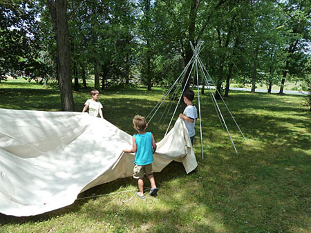 make backyard teepee kids