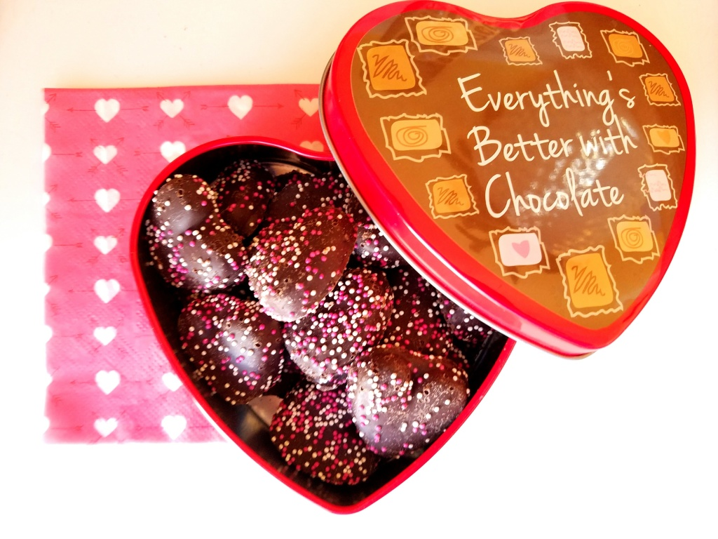 heart cookies in valentine tin