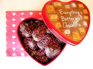 heart cookies in valentine tin