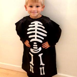 DIY Skeleton Pillowcase Costume
